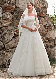 Alluring Tulle Strapless Neckline A-line Wedding Dresses With Lace Appliques